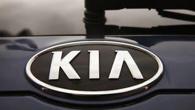 Kia recalls 106,000 Sedona minivans for sliding-door problem