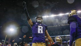 Washington star Dante Pettis injured early in Apple Cup