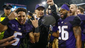 Huskies defy expectations; win fifth consecutive Apple Cup 41-14