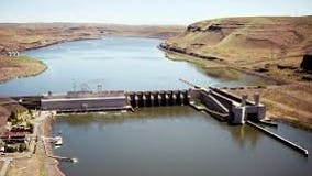 Snake River dam spills up to 300 gallons of oil into river