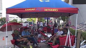 Heat, virus no deterrent for Trump fans camped outside Tulsa arena