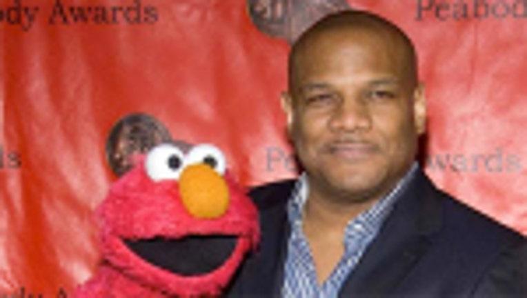 Elmo puppeteer resigns