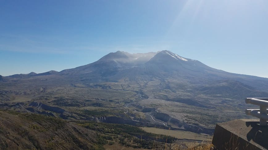 Crews searching for teen hiker near Mount St. Helens