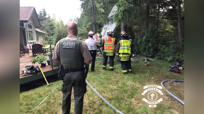 Small plane crashes near Port Orchard, one passenger hospitalized