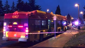 Suspect on the run after stabbing man on bus in SeaTac, deputies say