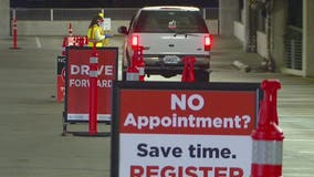 People rush to get COVID-19 test ahead of holiday gatherings despite quarantine recommendations