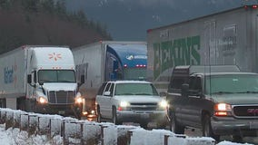 Heavy snow near Snoqualmie Pass causes slick conditions, gridlock on I-90 East