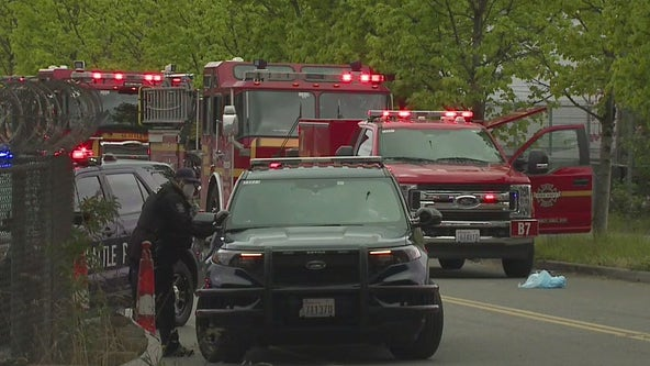 Police searching for suspect after 2 shot at encampment in South Seattle