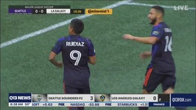 Smith, Ruidíaz score as Sounders overwhelm Galaxy 3-0