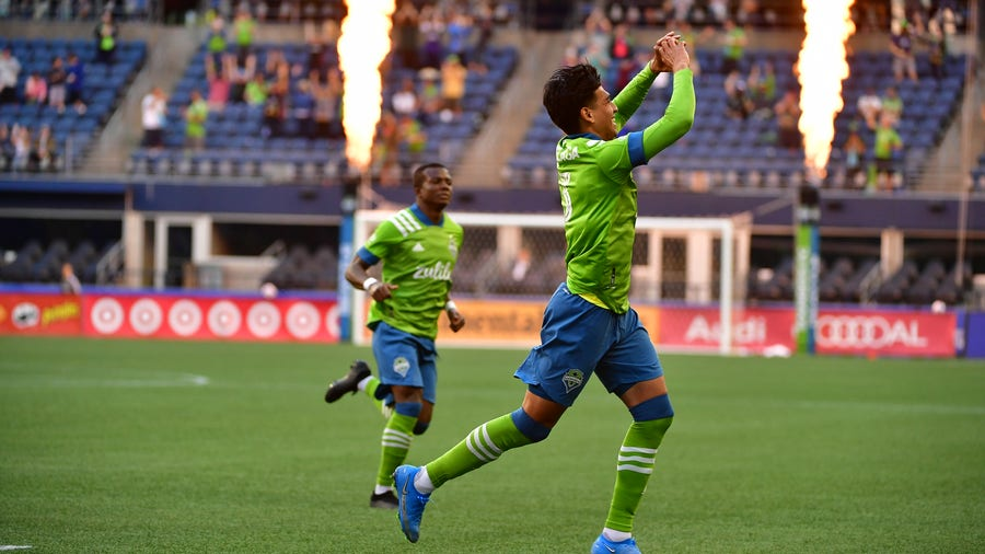MLS-leading Sounders beat LAFC 2-0 to improve to 5-0-1