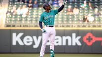 Mariners place Kyle Lewis on IL with right knee injury