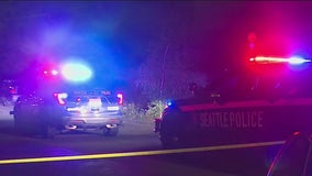 Police searching for suspect after 2 people shot overnight in Seattle