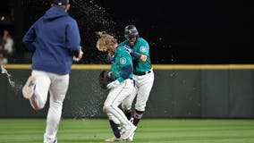 Mariners' late magic continues, topple Rangers 5-4 in 10