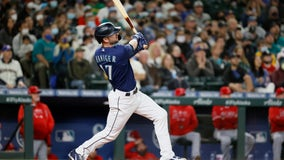 Haniger keeps M's playoff hopes alive with rally vs Angels