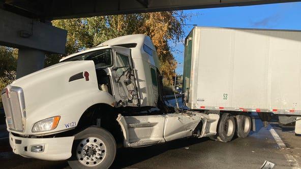 Crash semi truck blocking lanes of I-5 in Snohomish County