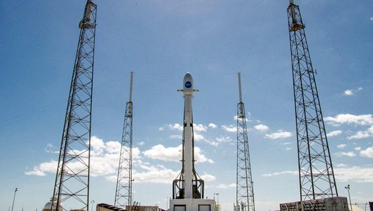 spacex-falcon9_1520311633973-402429.jpg