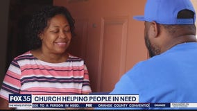 Pay It Forward: Orlando church gives $1,000 to mother and son in need