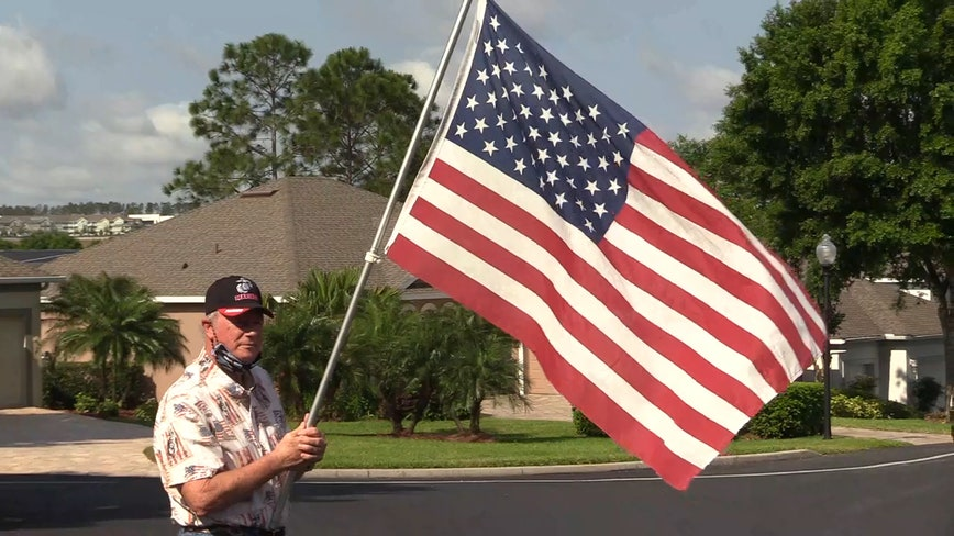 Florida community gathers to say Pledge of Allegiance for first responders