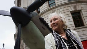 World War II forces sweetheart singer Vera Lynn dies at 103