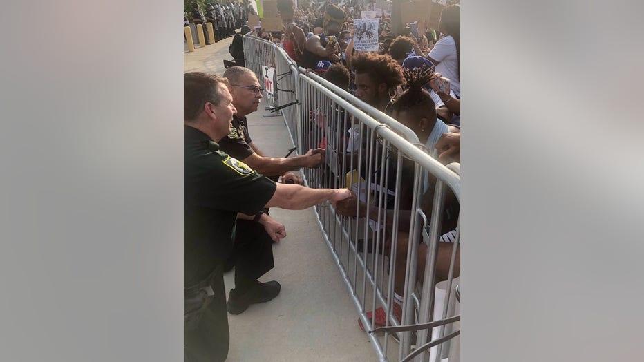 officers-praying.jpg