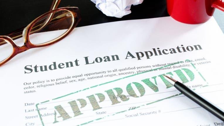 Credible-apply-student-loan-iStock-174825646.jpg