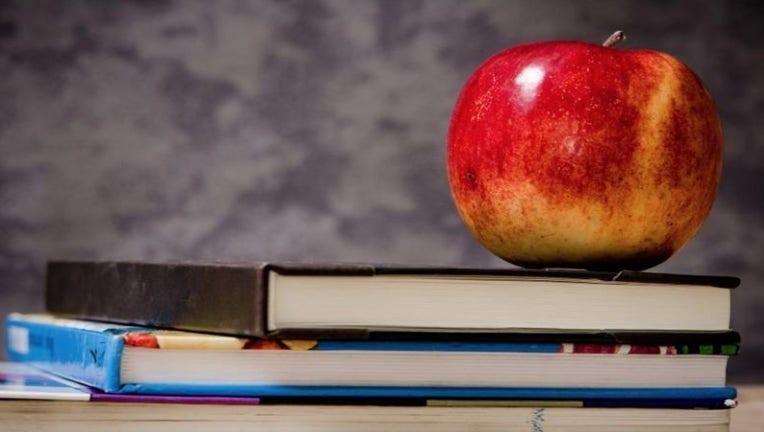 school-teacher-class-student-apple