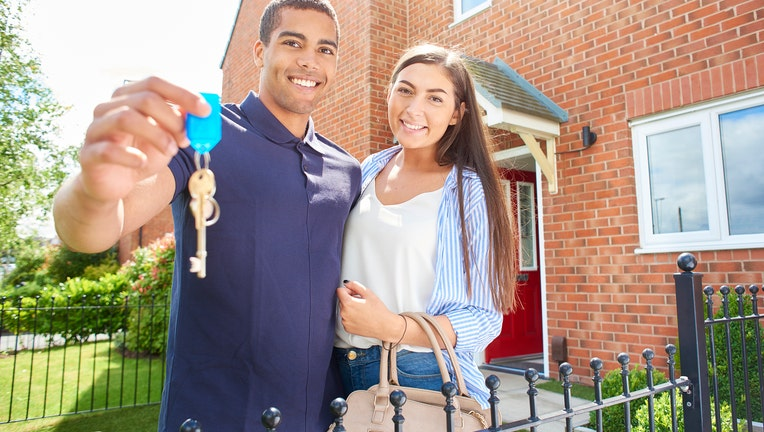 09bfa8c6-Credible-home-bidding-war-win-iStock-871130118.jpg