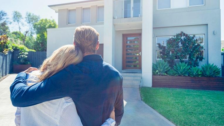 f4c04040-Credible-mortgage-rates-dropping-iStock-1158136522.jpg