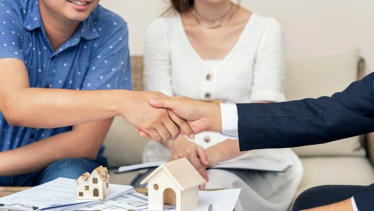 Credible-mortgage-lender-iStock-1035897978.jpg