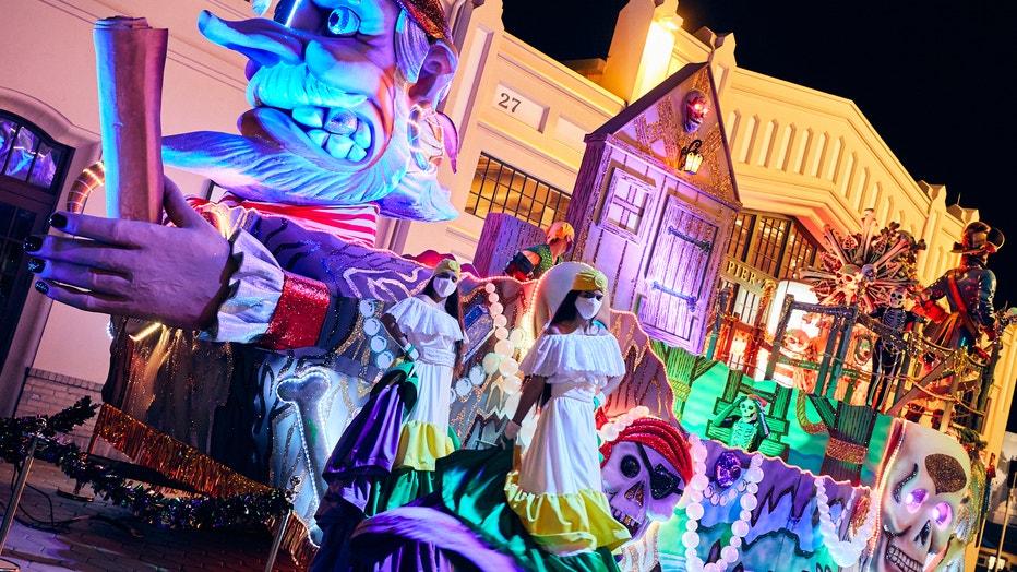 02_Mardi-Gras-2021-Universal-Orlando-Resort.jpg