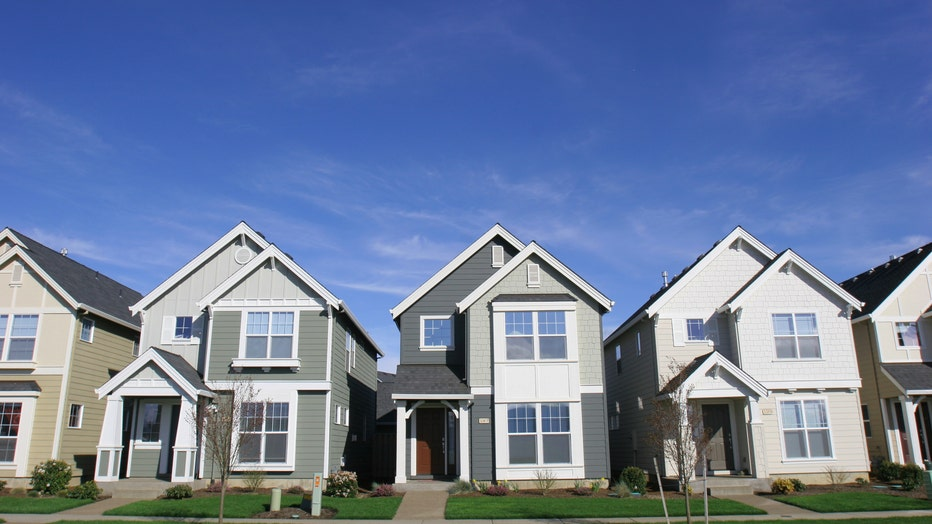 eb8b461c-Credible-daily-mortgage-refi-rates-iStock-140396198.jpg