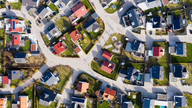 Credible-Mortgage-refi-rates-drop-amid-fee-ending-iStock-1227452502.jpg